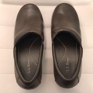 L. L. Bean Brown Leather Clogs. Size 8 M (B)